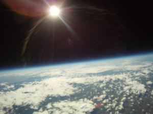Rotondité de la Terre observée depuis un ballon stratosphérique (source : Cnes.fr)