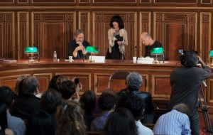 Le charme discret de la comm', ft. opalines et boiseries vitrifiées. Une conférence en Sorbonne, salle Liard (crédits : http://www.ecritures-modernite.eu/?page_id=200)