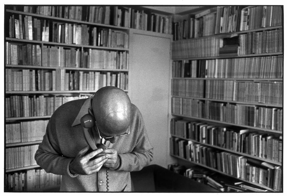 Michel Foucault à la maison, dans les années 1970 (crédits : viewfromaburrow.com)