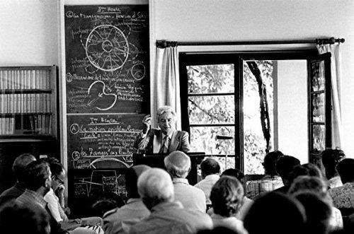 Gilbert Durand ex cathedra. Cercle Eranos, 1980 (crédits : http://amisgilbertdurand.com/)